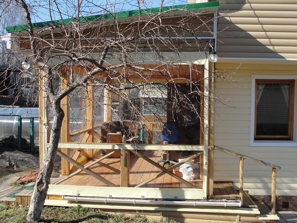 Гибкие окна для веранды жилого дома