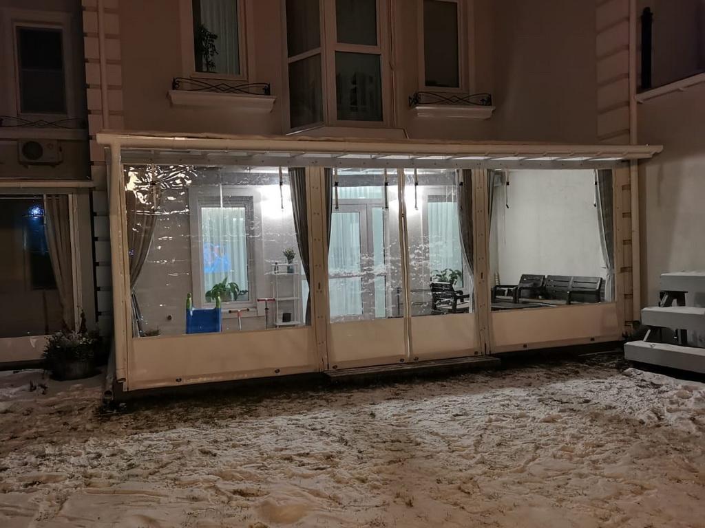 Мягкие окна на веранду жилого дома